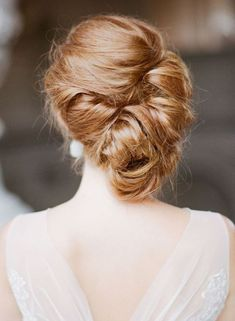 簡単な髪型なのに上品でおしゃれ♡《ギブソンタック》で作るブライダルヘア*にて紹介している画像