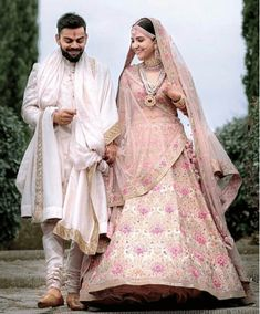 Anushka Sharma Looked Royal in Pink Floral Lehenga By Sabyasachi – Lady India Wedding Lehnga, Wedding Dress Men, Wedding Sherwani, Bollywood Wedding, Sabyasachi Wedding Lehenga, Sherwani Groom, Bollywood Lehenga, Bollywood Couples, Bollywood Style