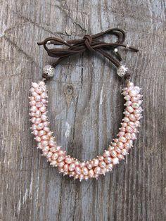 Monadas Cute Jewelry, Jewelry Box, Jewelry Bracelets, Jewelery, Leather Choker Necklace, Cuff Earrings, Beaded Necklace, Birthstone Jewelry, Gemstone Jewelry