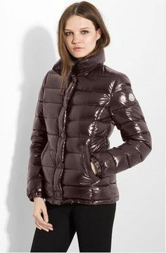 Dames Moncler Basic Clairy Bruin is the jacket which i want to wear it immediately.
