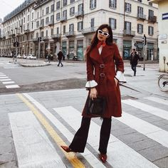 Effortlessly cool French girl vibes (it's the sunnies and the scarf that make this look Parisian af)