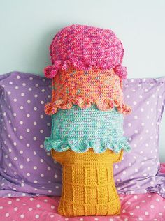 Rainbow Sherbet Throw Pillow FREE Crochet Pattern by TWINKIE CHAN!!! (link fixed)