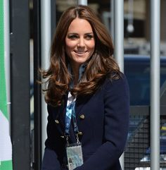 Pin for Later: The Duchess of Cambridge's Subtle Plum Eye Shadow Is Your New Secret Weapon Kate Middleton Kate appeared at the 20th Commonwealth Games with swingy, glossy hair that wouldn't be out of place in a shampoo commercial.