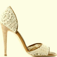 Manolo Blahnik Godbold Puglisi look at these beautiful shoes! Pretty Shoes, Beautiful Shoes, Cute Shoes, Me Too Shoes, Dream Shoes, Crazy Shoes, Stilettos, High Heels, Crochet Sandals