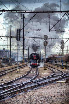 big smoke by station Praha Smíchov Electric Locomotive, Steam Locomotive, Round House, Steam Engine, Civil Engineering, Transportation, Germany, Around The Worlds, Smoke