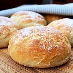 Nyt blogissa pehmeää hapanta valkoista leipää ilman hapanjuurta - Rahkasämpylät. #mukanamaku #ruokablogi #nytblogissa #leivonta #rahkasämpylät #vehnäleipä #sämpylät