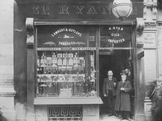 Men stand ouside a tobacco shop on the corner of O'Connell and Abbey Street, Dublin, Dublin Street, Dublin City, Old Pictures, Old Photos, Irish Independence, Images Of Ireland, Ireland Pictures, Tobacco Shop, Photo Engraving