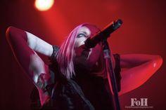 Garbage live in Toronto shot by Bobby Simgh, Shirley Manson, Alternative Rock Bands, Deadpool, Singer, Hana, Pink Hair, Bobby, Toronto, Crushes