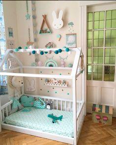Habitación infantil con cama casita y tonos verdosos - Minimoi (@mimselchen82)