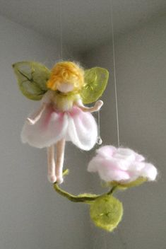 Flower Fairy Mobile Waldorf Inspired Needle Felted : Rose fairy with crystal drop - DIY Blumen Deko Felt Roses, Felt Flowers, Crochet Fairy, Felt Angel, Needle Felting Tutorials, Felt Fairy, Flower Fairies, Fairy Dolls, Crystal Drop