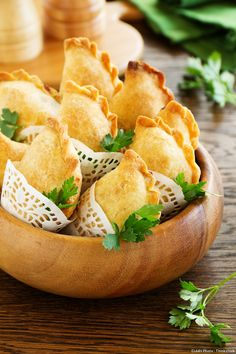 Recette de petits chaussons à la viande. Appetizer Recipes, Snack Recipes, Appetizers, Cooking Recipes, Snacks, Brunch, Foie Gras, No Cook Meals, Food Inspiration