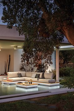 Manutti // A combination of wood Iroko and white aluminium. Enjoy a new outdoor experience - Air Collection Outdoor Sofas, Outdoor Living, Outdoor Furniture, Outdoor Decor, Modular Sofa, Pool Houses, White Wood, Luxury Living, Maui