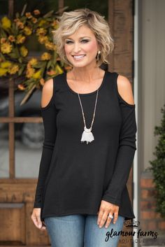 Cute cold shoulder top but would prefer to stay away from black. Also prefer that it not be in a thin material. I don't like it hugging my body. 60 Fashion, Black Women Fashion, Fashion Over 50, Autumn Fashion, Fashion Outfits, Womens Fashion, Fashion Tips, Black Cold Shoulder Top, Clothes For Women Over 50