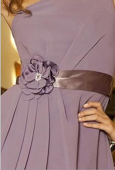 I'd wear this if it was a bride's maid dress. the color Dusty Purple, Shades Of Purple, Dusty Rose, Couture Details, Fashion Details, Soft Summer Palette, Pink Palette, Lavender Cottage, Purple Themes