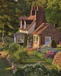 English Cottage, Country Cottage Garden, Cottage House, English Country Cottages, Old Cottage, Country French, Cottage Ideas, Hatfield House, Pavillion