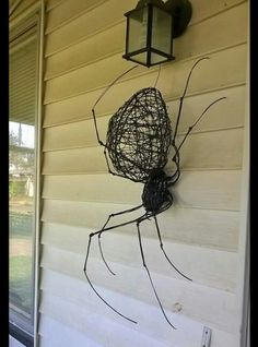 So cool and creepy! Halloween Spider, Holidays Halloween, Halloween Crafts, Halloween Decorations, Barbed Wire Art, Copper Wire Art, Wire Spider, Spider Art, Wire Crafts