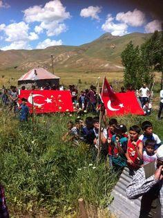 """""""İşte Ulupamir Kırgız çocukları… Yokluk, fakirlik, coğrafya şartları vatan hainliğine sebep değildir asla...""""  İleti: Van Erciş Ulupamir Köyü"""