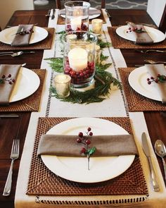 Christmas Tablescapes and Holiday Table Decorations: Never underestimate the bea. , Christmas Tablescapes and Holiday Table Decorations: Never underestimate the beauty of a great tablescape. Setting a great table, whether for dinner o. Christmas Decorations Dinner Table, Christmas Table Settings, Christmas Brunch, Christmas Tablescapes, Christmas Centerpieces, Holiday Tables, Holiday Parties, Modern Christmas, Rustic Christmas