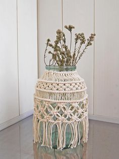 Artículos similares a Macrame Hurricane, Macrame Vase, Macrame Jar, Macrame Candle Holder, Flower Vase Decor, Hurricane Candle Holder en Etsy