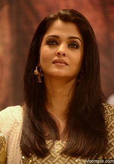 The gorgeous Aishwarya Rai Bachchan. via Voompla.com