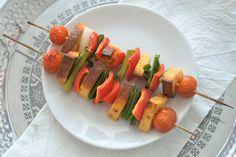 Eine vegetarische Grillparty, Grillkäse Spieße, Grillkäse, tomate, paprila, frühligszwiebel