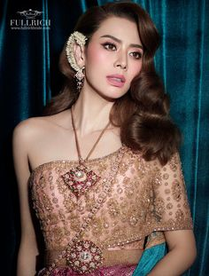 Thai Traditional Dress, Traditional Outfits, Thai Fashion, Thai Art, Thai Style, Sequin Skirt, Fashion Dresses, Costumes, Skirts