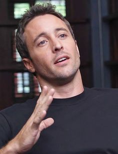 ♥♥♥♥♥ Alex O'Loughlin