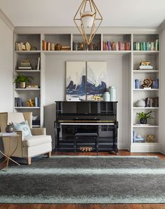 Piano Living Rooms, Living Spaces, Living Room With Bookshelves, Dining Rooms, Piano Room Decor, Home Office Design, House Design, Design Design, Home Interior