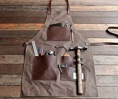 The stylish Gentleman´s Apron from TRVR is an essential item for any handyman or DIY master. Made from waxed canvas and genuine leather the rugged apron features useful and suitable pockets to store all the tools you need. Tool Apron, Men's Apron, Survival Essentials, Work Aprons, Leather Apron, Aprons For Men, Waxed Canvas, Canvas Leather, Diy Canvas