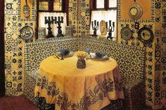 Mexican kitchen designs are simple stunning. Very few styles can compete with the bold and expressive accessories, incredibly vibrant colors, and abundance of patterns and textures. Absolutely breathtaking.