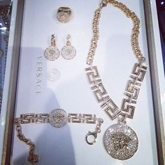Shop from the best fashion sites and get inspiration from the latest versace. Cute Jewelry, Metal Jewelry, Jewelry Accessories, Jewelry Design, Women Jewelry, Versace Jewelry, Luxury Jewelry, Rolex, Asian Nails