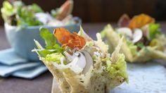 Der mild-würzige Schinken mit dem herzhaften Käse: Parma-Salat mit Feigen im Parmesan-Körbchen   http://eatsmarter.de/rezepte/parma-salat-feigen