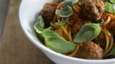 Spaghetti with meatballs and tomato sauce - A classic everyday dinner made so tasty with Knorr vegetable stock pot and Aromat Meatball Recipes, Beef Recipes, What Recipe, Best Steak, Tasty, Yummy Food, Spaghetti And Meatballs, Vegetable Stock, Tomato Sauce