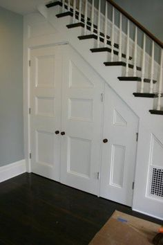 There are lots of methods to create under stair storage space. I really like the manner that this under stair storage space stipulates a desk area for those kids. Closet Under Stairs, Space Under Stairs, Under Stairs Cupboard, Office Under Stairs, Toilet Under Stairs, Under Staircase Ideas, Under Basement Stairs, Basement Closet, Railing Ideas