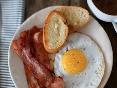 {VIDEO!} How To Fry Bacon by LEAFtv