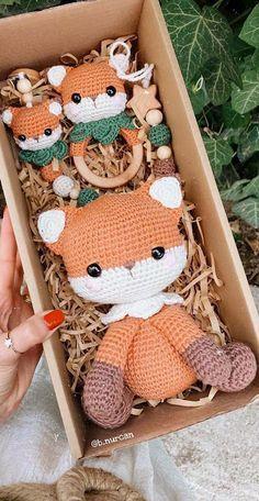 Crochet Baby Mobiles, Crochet Baby Toys, Crochet For Kids, Crochet Dolls, Baby Knitting Patterns, Crochet Patterns Amigurumi, Baby Crafts, Handmade Toys, Crochet Projects