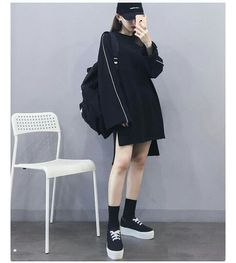 Korean Fashion Trends you can Steal – Designer Fashion Tips Ulzzang Girl Fashion, Korean Girl Fashion, Korean Fashion Trends, Korean Street Fashion, Korea Fashion, Kpop Fashion, Asian Fashion, Fashion Outfits, Fashion Black