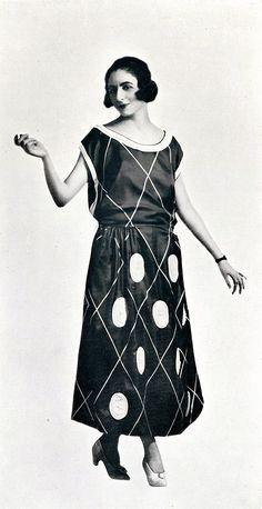 Dress by Mary-Eugény, Les Modes July 1922. Photo by Rahma.