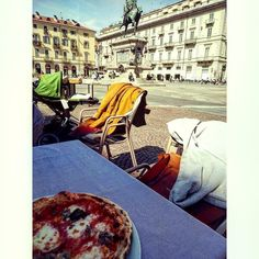 First outdoor pizza has always a different taste !  #Turin #Torino #italy #potd #photooftheday #vsco #vscocam #photo #view #allalettera #ilovemycity #pizza #piazzabodoni #square #city #lunch #food #foodporn #spring - #ciauturin  Photo by @gianluca_serra