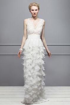 Net a Porter lanza una exclusiva colección de vestidos de novia: la opción de Giambattista Valli