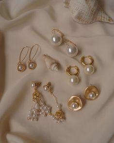Kaufen Sie Gold- und Perlenohrringe Gabi The Label Damenschmuck Dainty Jewelry, Cute Jewelry, Pearl Jewelry, Gold Jewelry, Jewelry Accessories, Women Jewelry, Jewelry Design, Jewelry Ideas, Jewlery