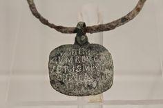 Collar de hierro que llevaba colgado del cuello, un esclavo romano. 09/10/2016 2:35