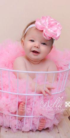 Like the idea of a laundry basket Cute Little Baby, Baby Kind, Little Babies, Baby Love, Cute Babies, Precious Children, Beautiful Children, Beautiful Babies, Pink Love