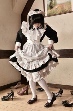 메이드 그림자료모음 : 네이버 블로그 in 2020 Maid Cosplay, Lolita Cosplay, Cosplay Outfits, French Maid Dress, Japonese Girl, Maid Outfit, Character Outfits, Girl Poses, Lolita Fashion