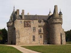 Château de Kérouzéré situé sur la commune de Sibiril, Finistère, Bretagne.