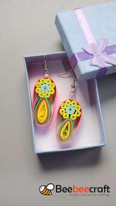 DIY Earrings with Quilling Paper ❤️ – Soy Candles İdeas Paper Quilling Earrings, Paper Quilling Cards, Origami And Quilling, Paper Quilling Designs, Paper Crafts Origami, Quilling Patterns, Quilling Keychains, Diy Earrings With Paper, Diy Quilling Crafts