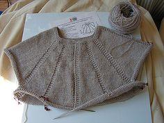 Ravelry: Top-down raglan : tutoriel en français pattern by EclatDuSoleil Cardigan Pattern, Crochet Cardigan, Crochet Top, Knit Patterns, Clothing Patterns, Raglan Pullover, Ravelry Crochet, Baby Knitting, Sweaters
