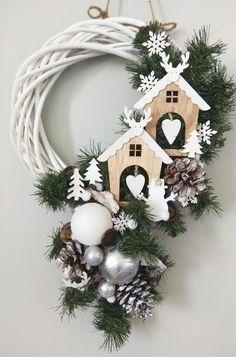 Christmas Door Decorations, Felt Christmas Ornaments, Holiday Wreaths, Christmas Projects, Christmas Home, Holiday Crafts, Holiday Decor, Homemade Christmas, Christmas Inspiration