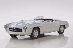 Looks a bit like a 300SL roadster at first glance, right? Nope, it's a 190 SL Clubsport, a very rare lightweight model only sold for the first few years of production.