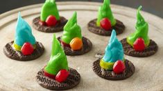Fruit Roll-Ups® Wicked Witch Hats Easy Halloween Snacks, Halloween Cookie Recipes, Halloween Cookies, Halloween Kids, Holiday Recipes, Happy Halloween, Halloween Stuff, Holiday Ideas, Halloween Party